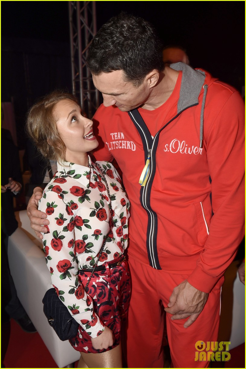 hayden panettiere flies germany watch fiance wladimir klitschko fight 103100382