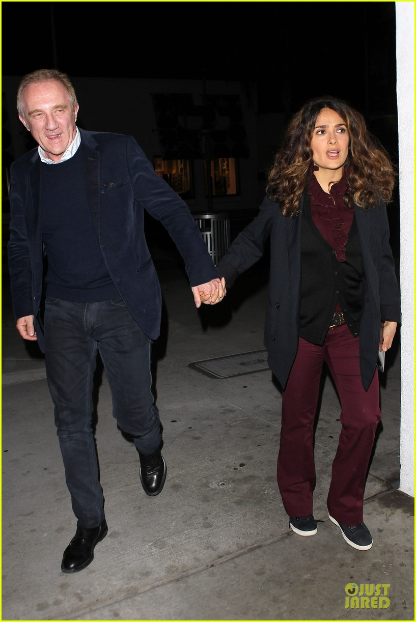 salma hayek can still look classy with ankle brace 06