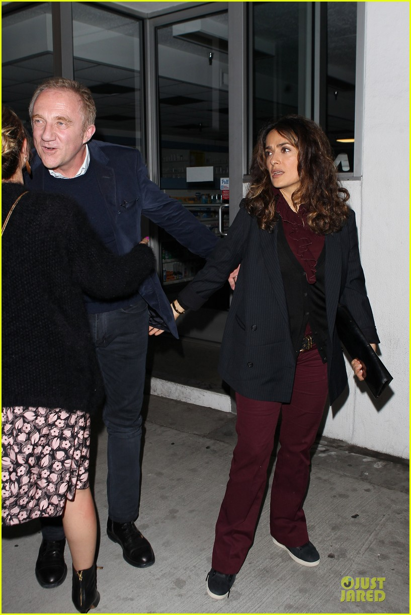 salma hayek can still look classy with ankle brace 14