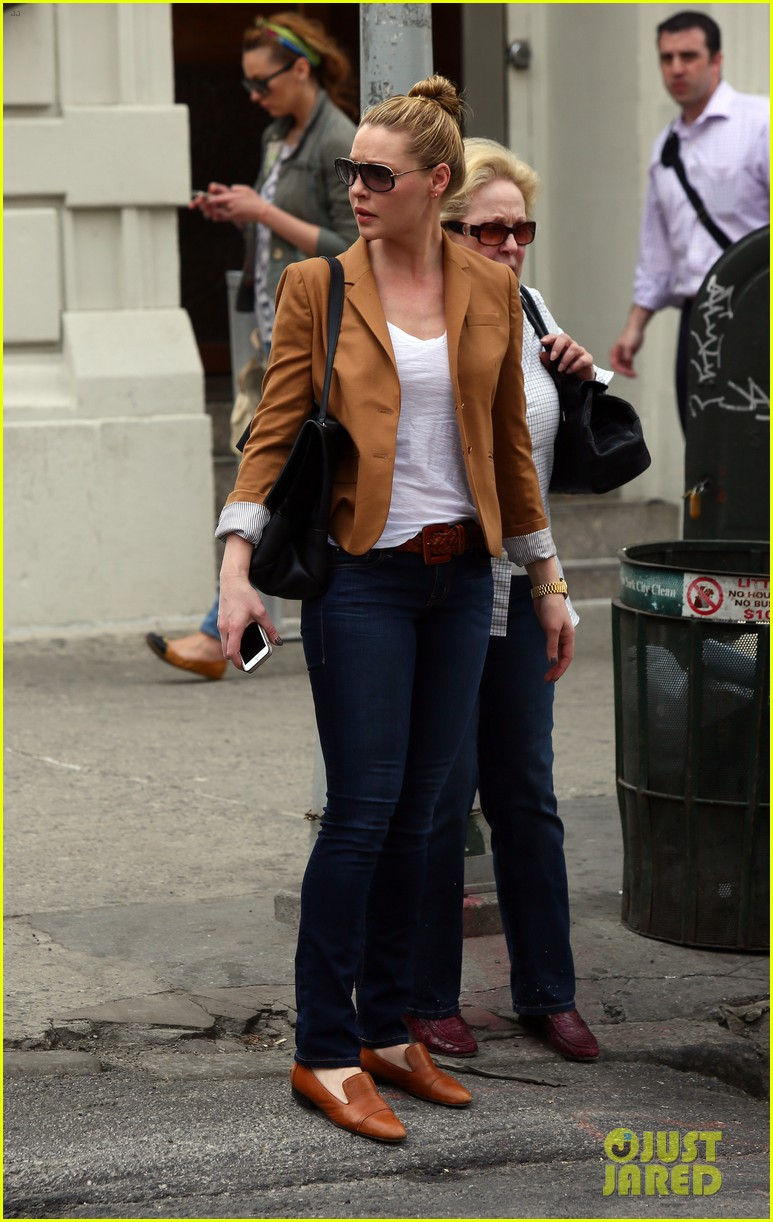 katherine heigl ventures off with mother after wrapping up state of affairs pilot 14