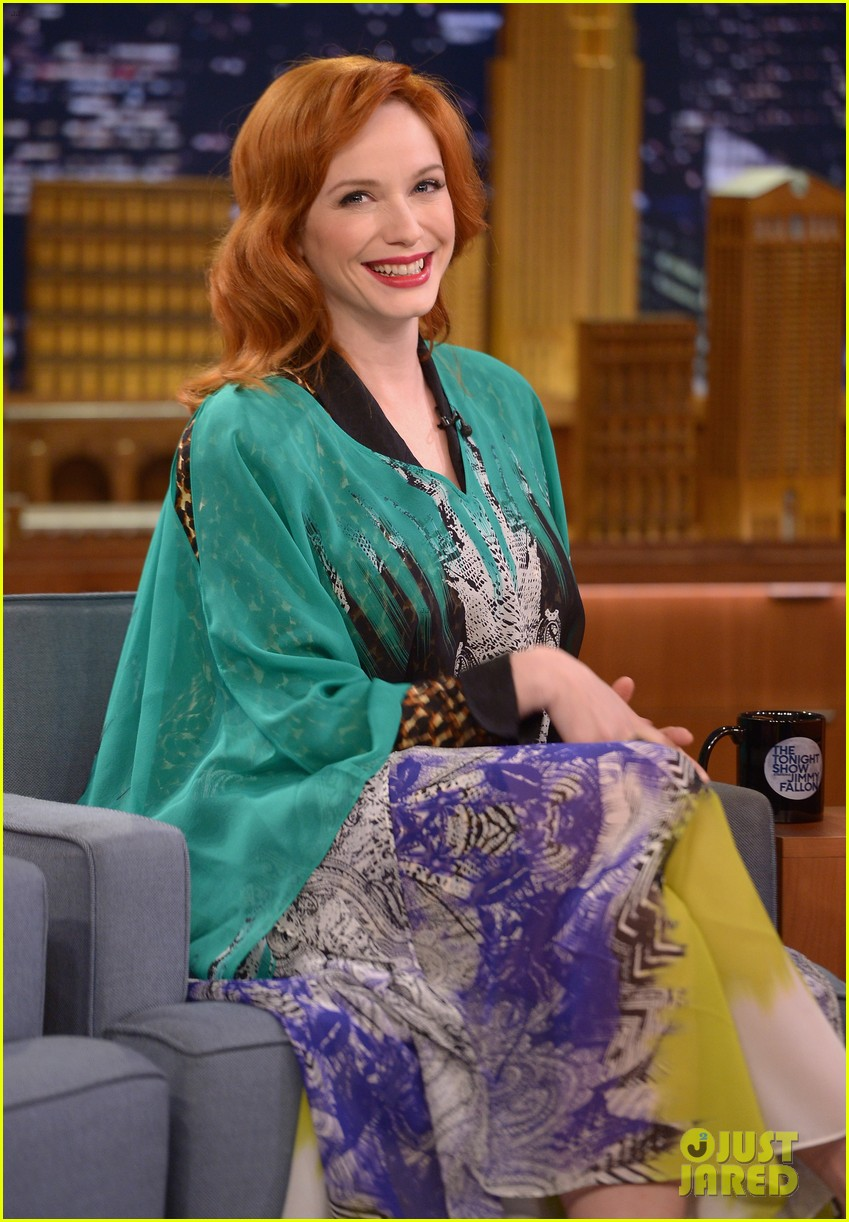 christina hendricks expresses her love for kaftan dresses on tonight show 033096688