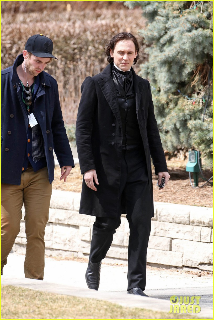 tom hiddleston mia wasikowska don period attire crimson peak 03