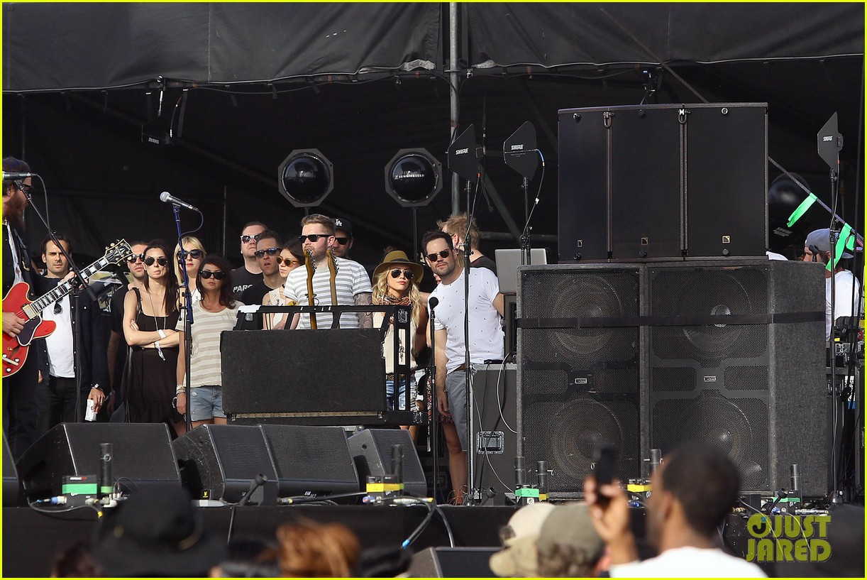 hilary duff mike comrie backstage coachella musica festival 2014 073090436
