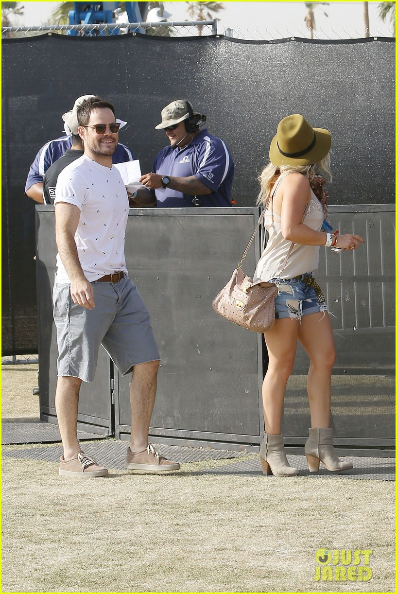 hilary duff mike comrie backstage coachella musica festival 2014 083090437