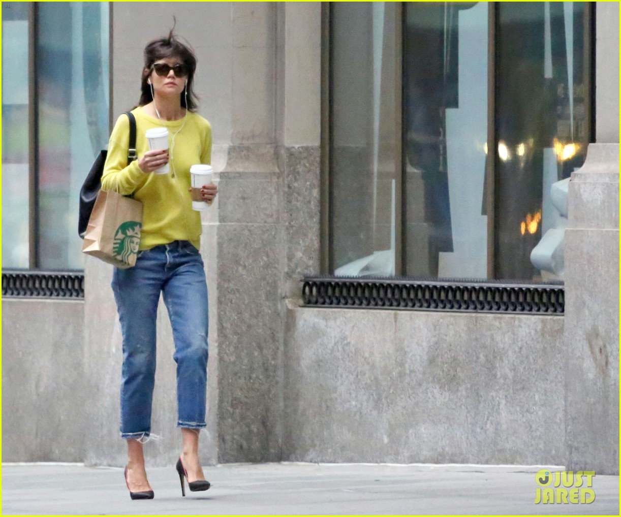 katie holmes brightens up a dreary new york city day 063092824
