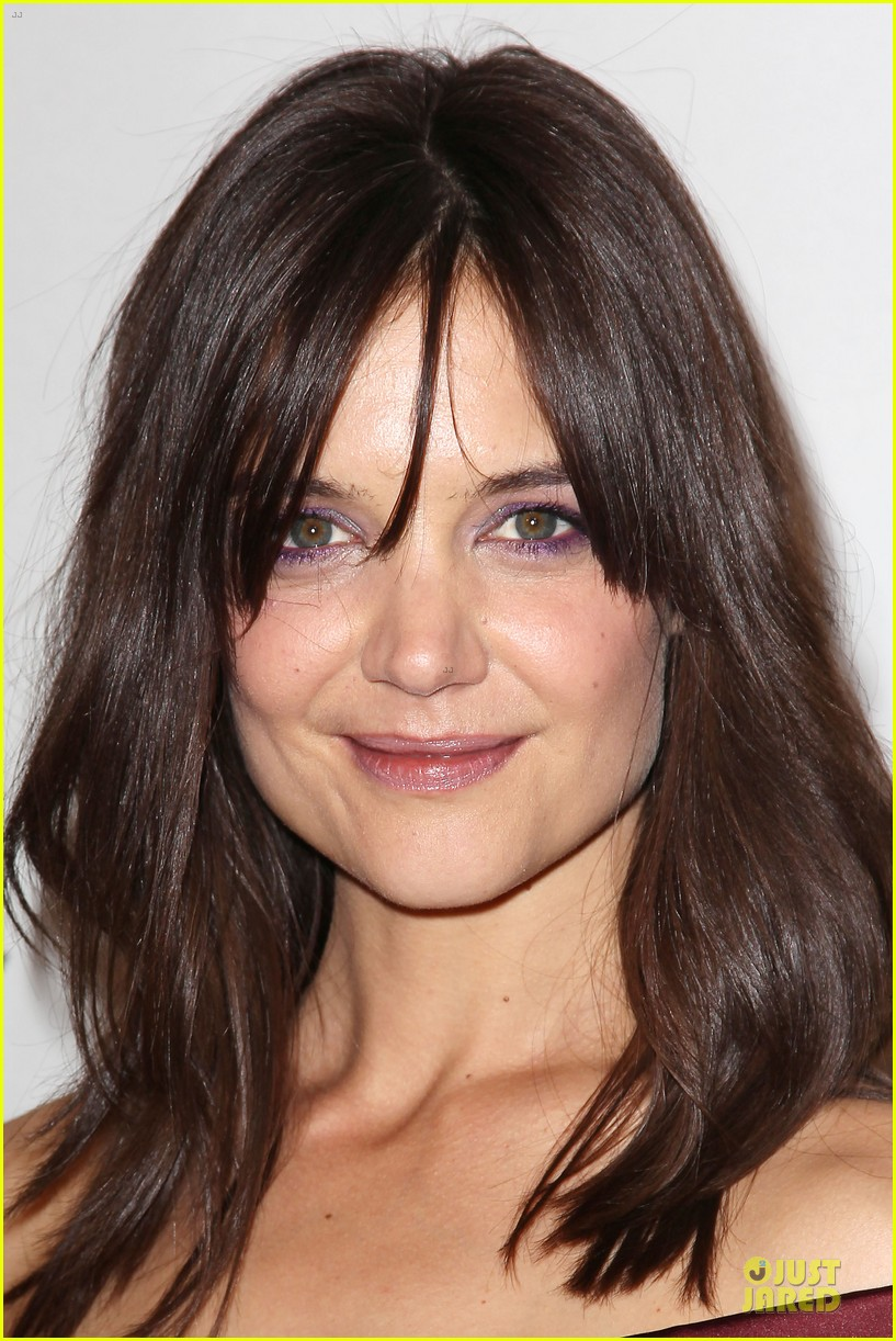 katie holmes radiant in red miss meadows premiere 10