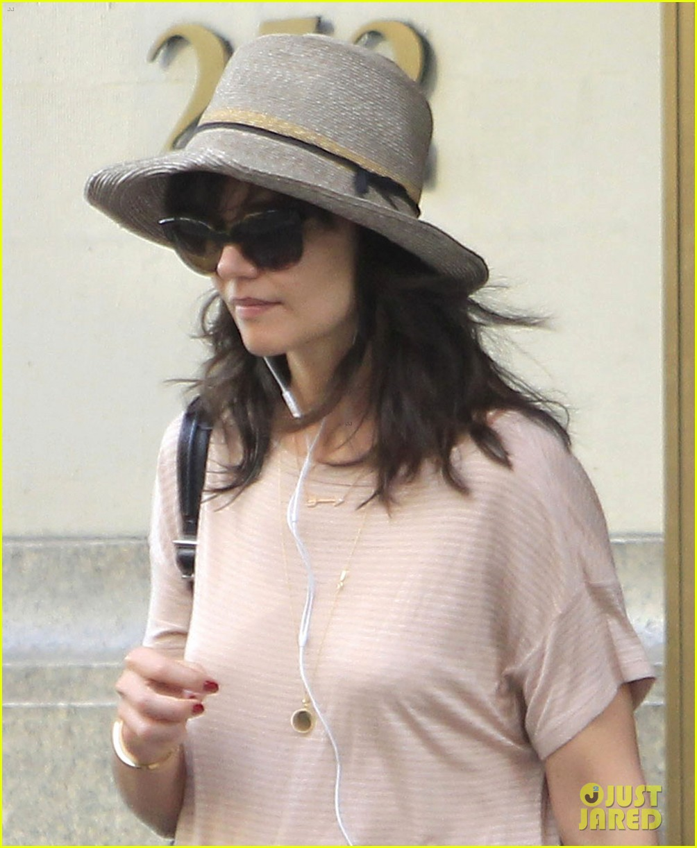 katie holmes takes a sunday off from dangerous liaisons 01