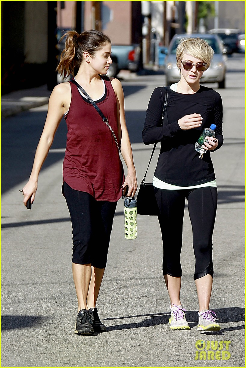 julianne hough nikki reed hiking with cara santana 16