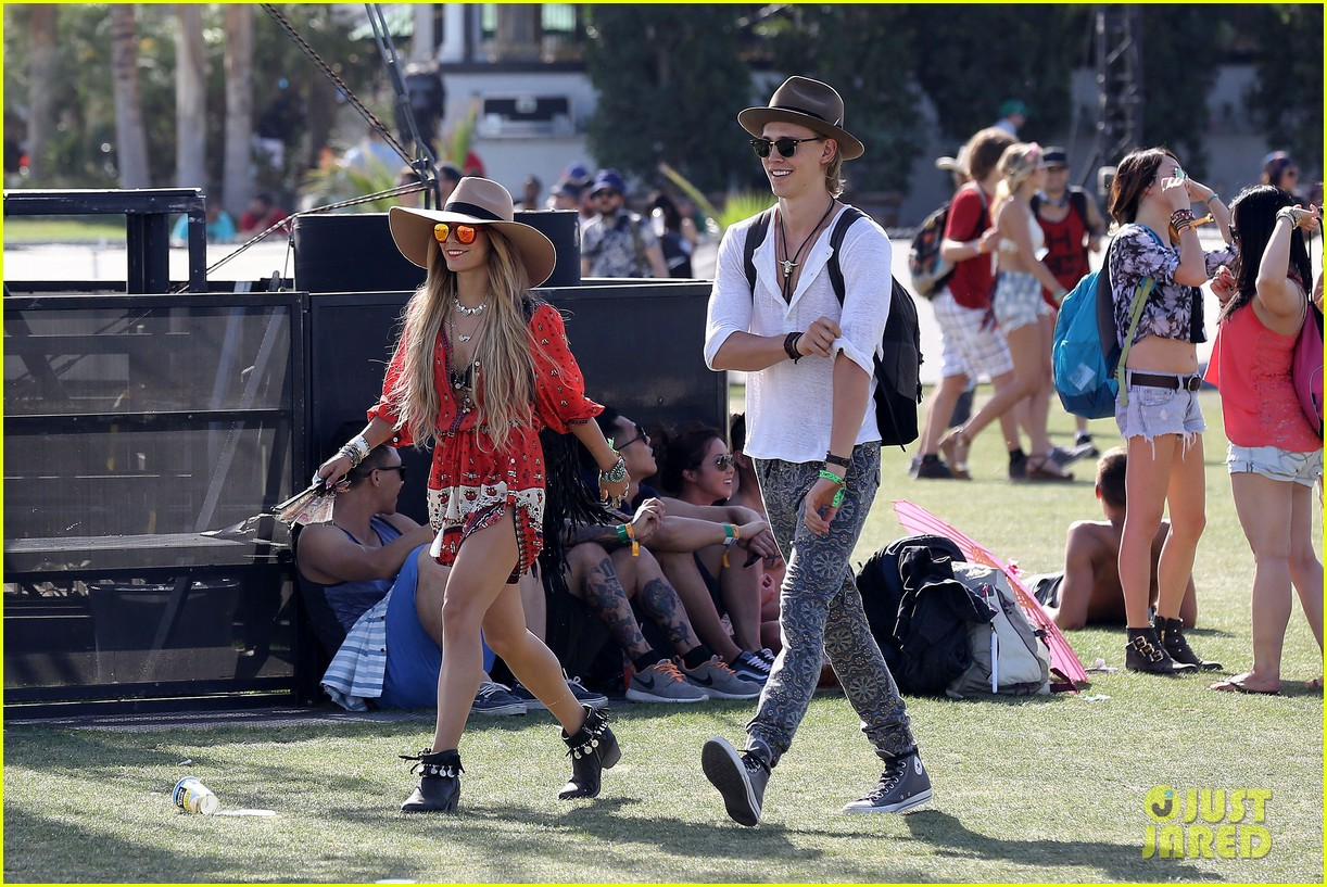 vanessa hudgens austin butler such a cute coachella couple 12