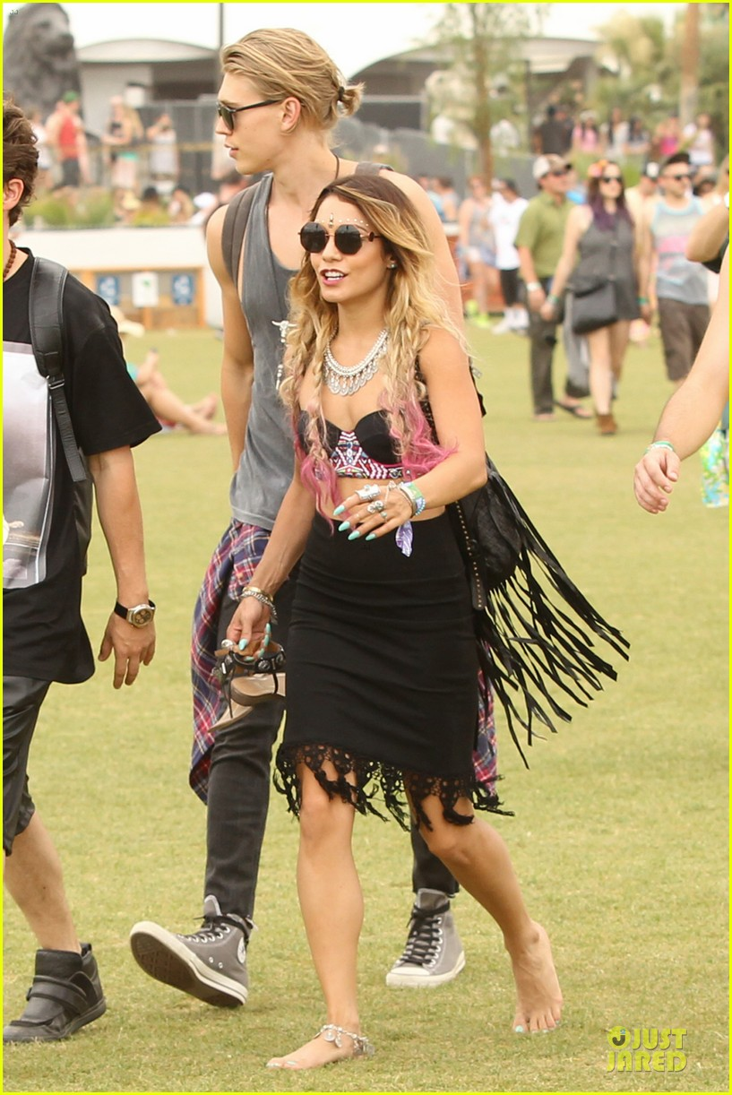 vanessa hudgens austin butler couldnt get enough of coachella 08
