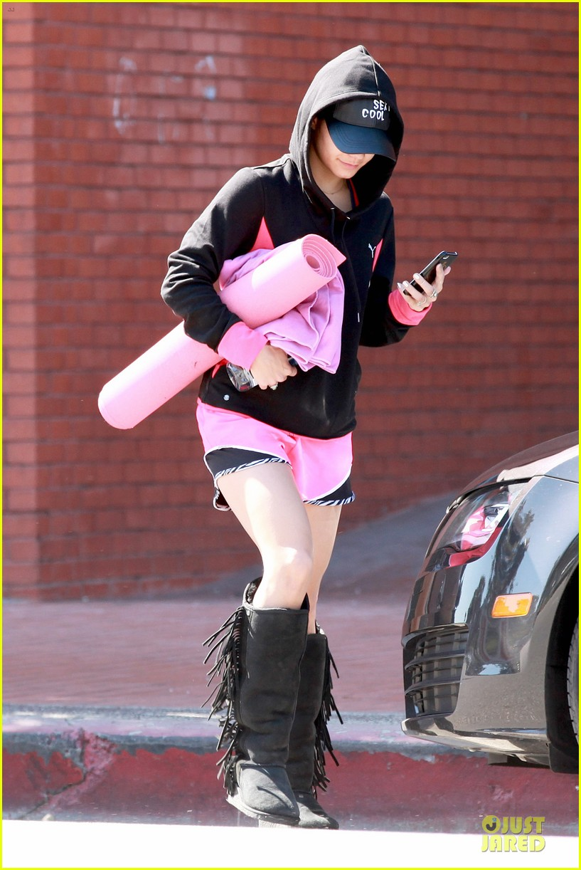 vanessa hudgens fringe statement at the gym 12