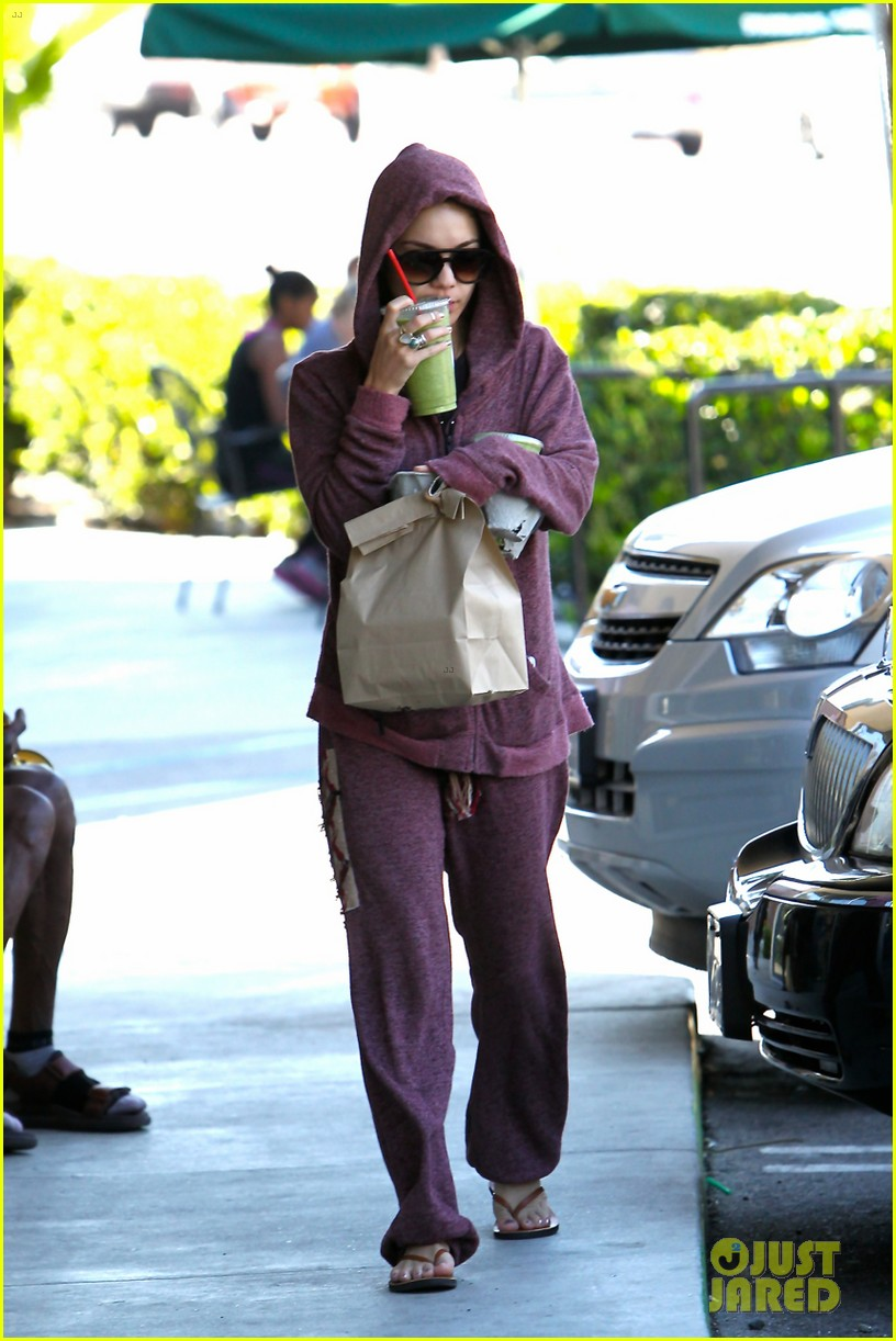 vanessa hudgens head to to purple at gym 01
