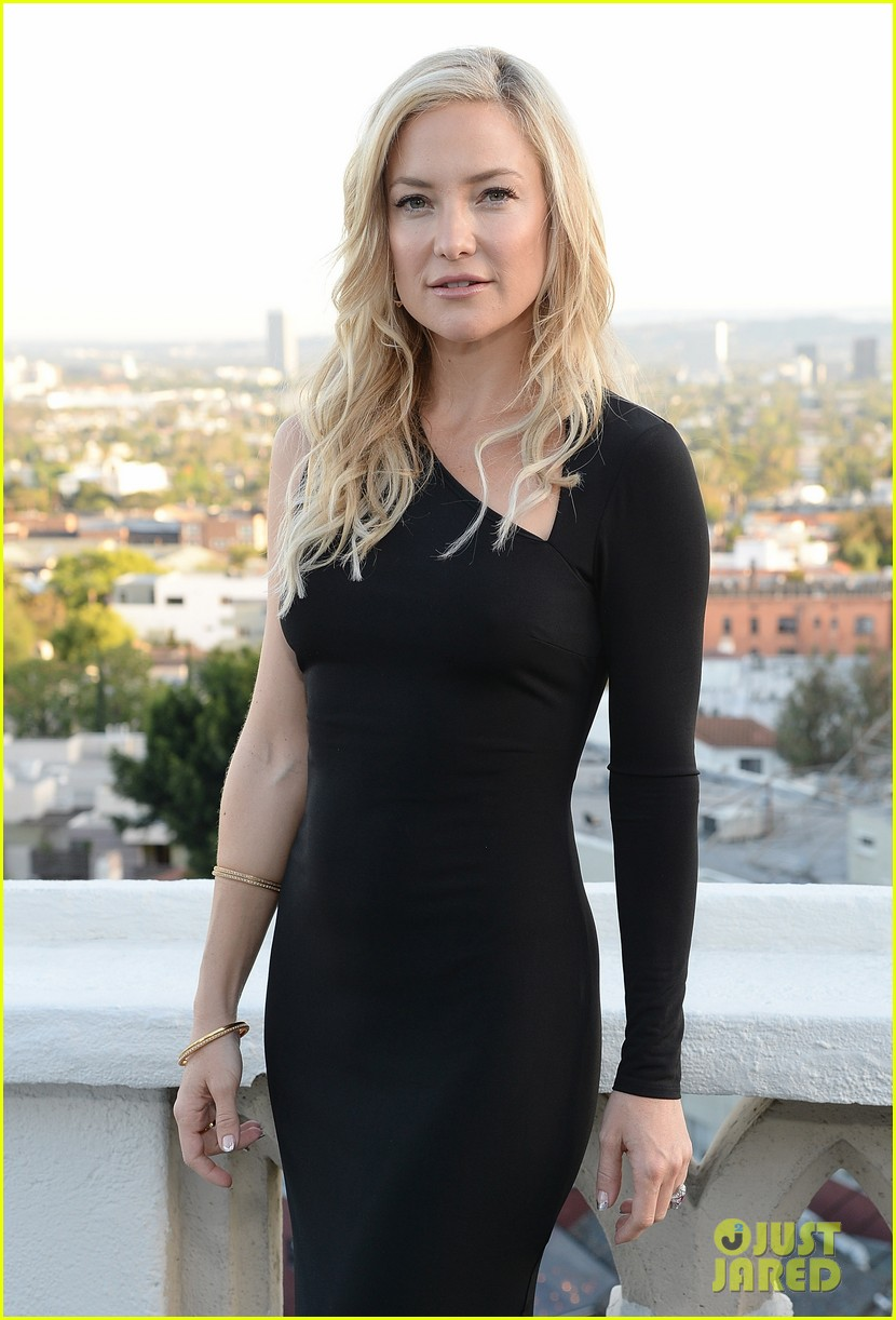 kate hudson sleek chic for anne taylor little black dress collection 03