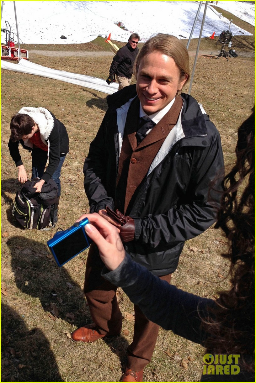 charlie hunnam crimson peak first set photos 05