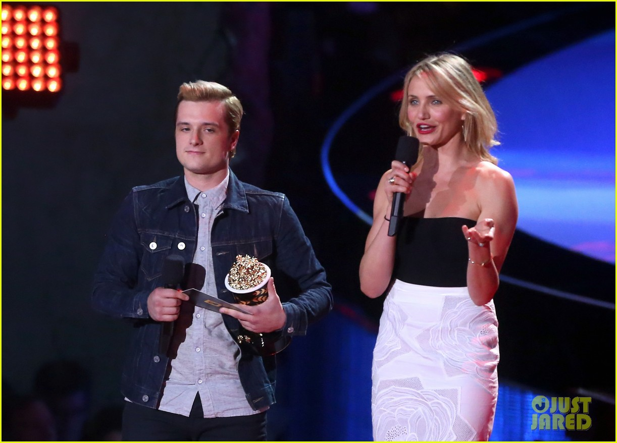 josh hutcherson pays tribute to philip seymour hoffman at mtv movie awards 2014 013091402