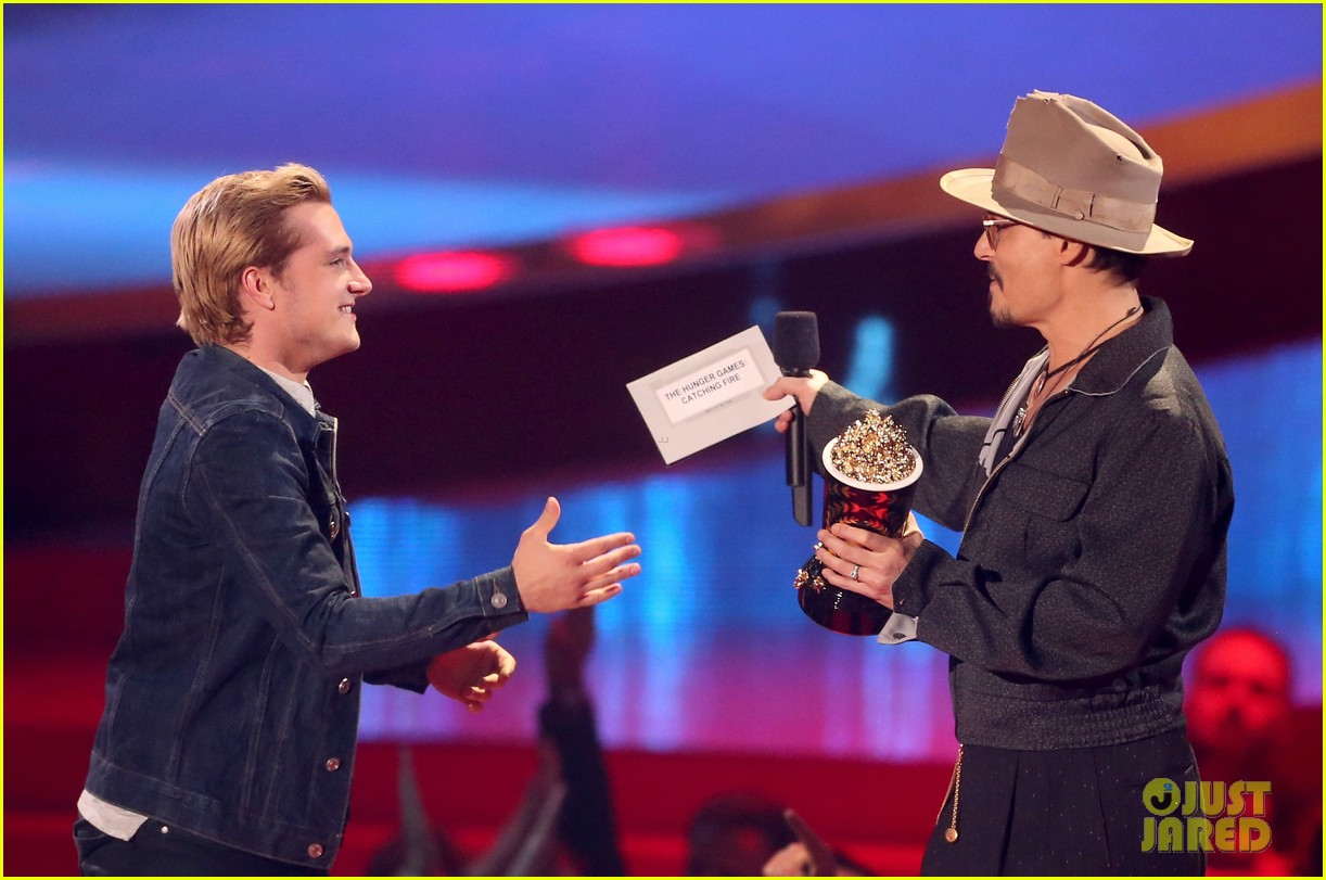 josh hutcherson pays tribute to philip seymour hoffman at mtv movie awards 2014 043091405