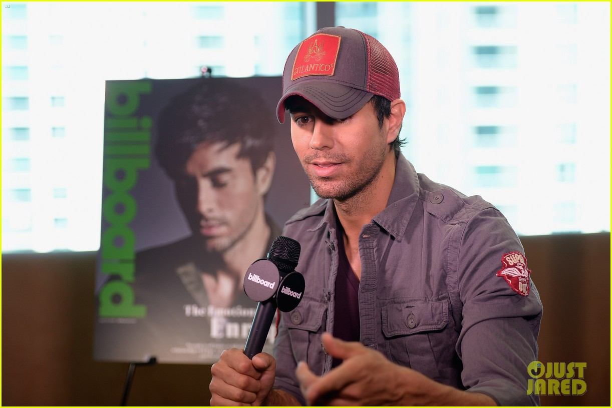 enrique iglesias announces fall tour with pitbull j balvin at billboard event 09
