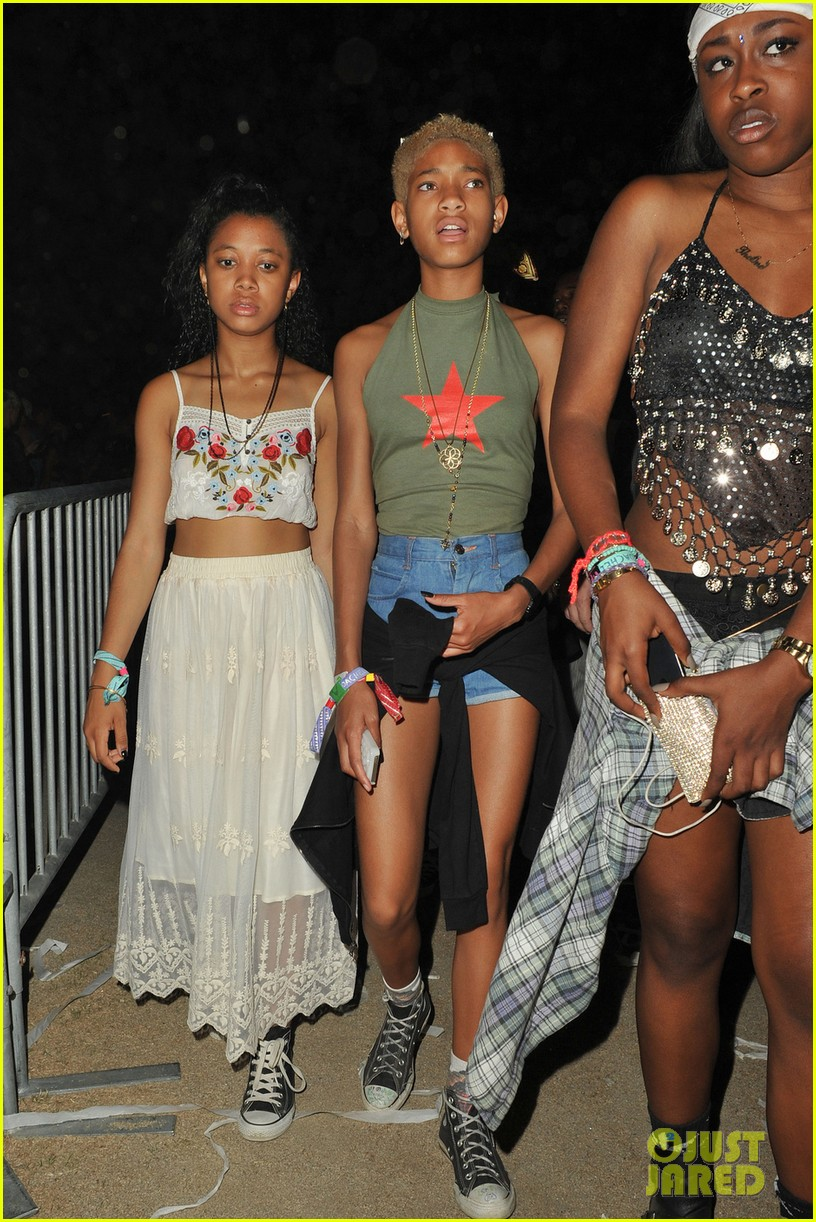 kylie jenner willow smith attend final coachella show 04