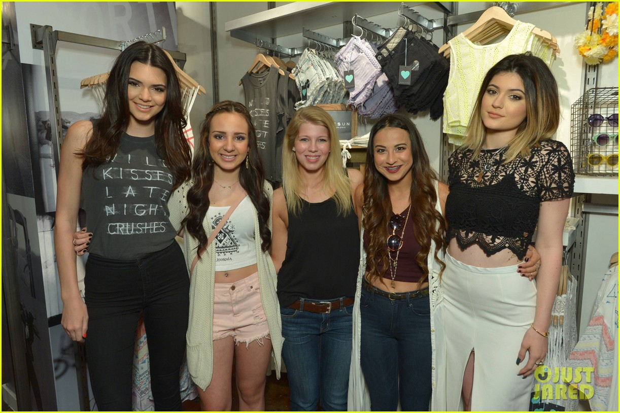 kendall kylie jenner take cute sister selfie at pac sun meet greet 223086094