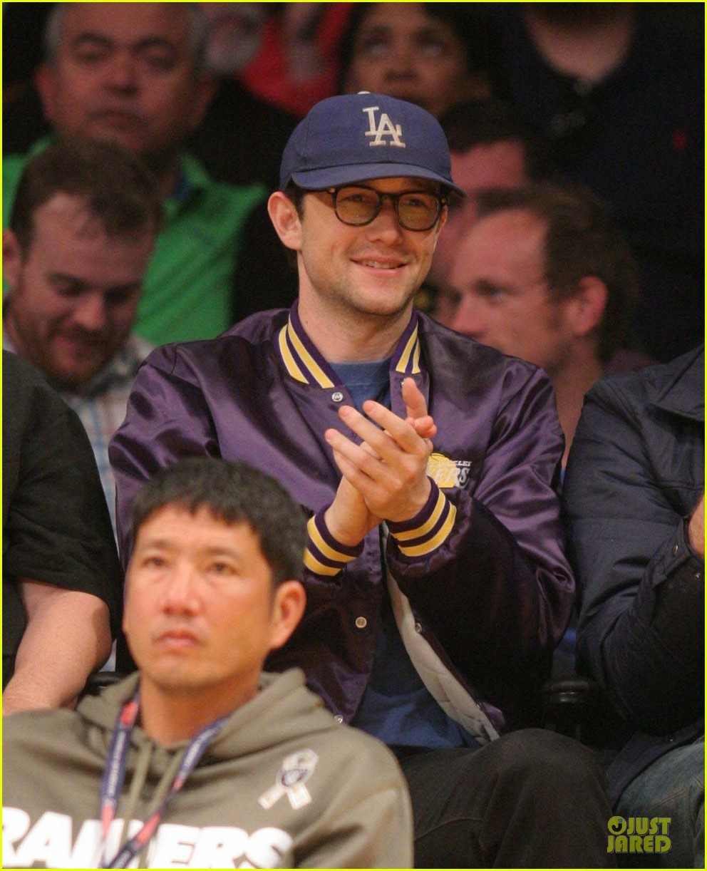 joseph gordon levitt handsome lakers cheerleader 023082507
