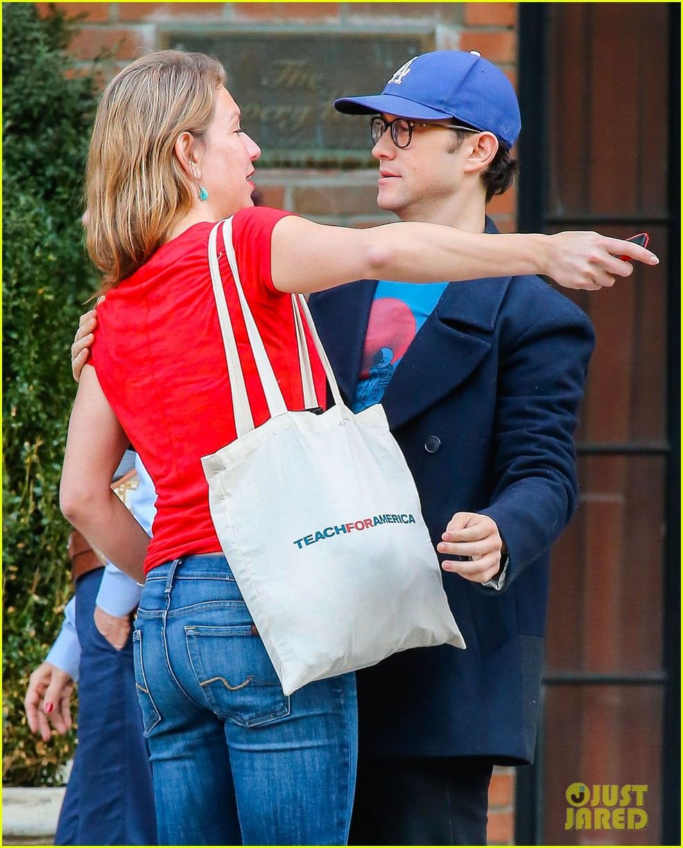 joseph gordon levitt meets up with female friend 02
