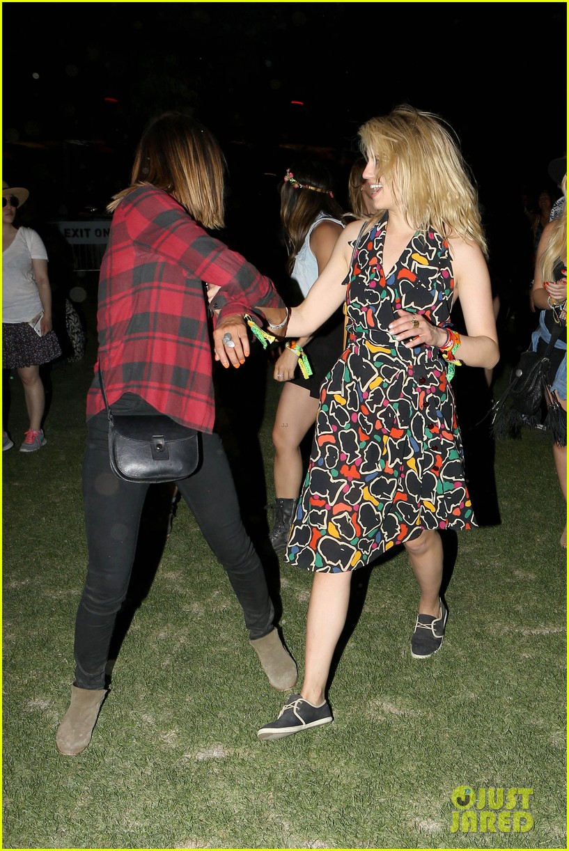 joe jonas dianna agron desert pool party pals coachella 37