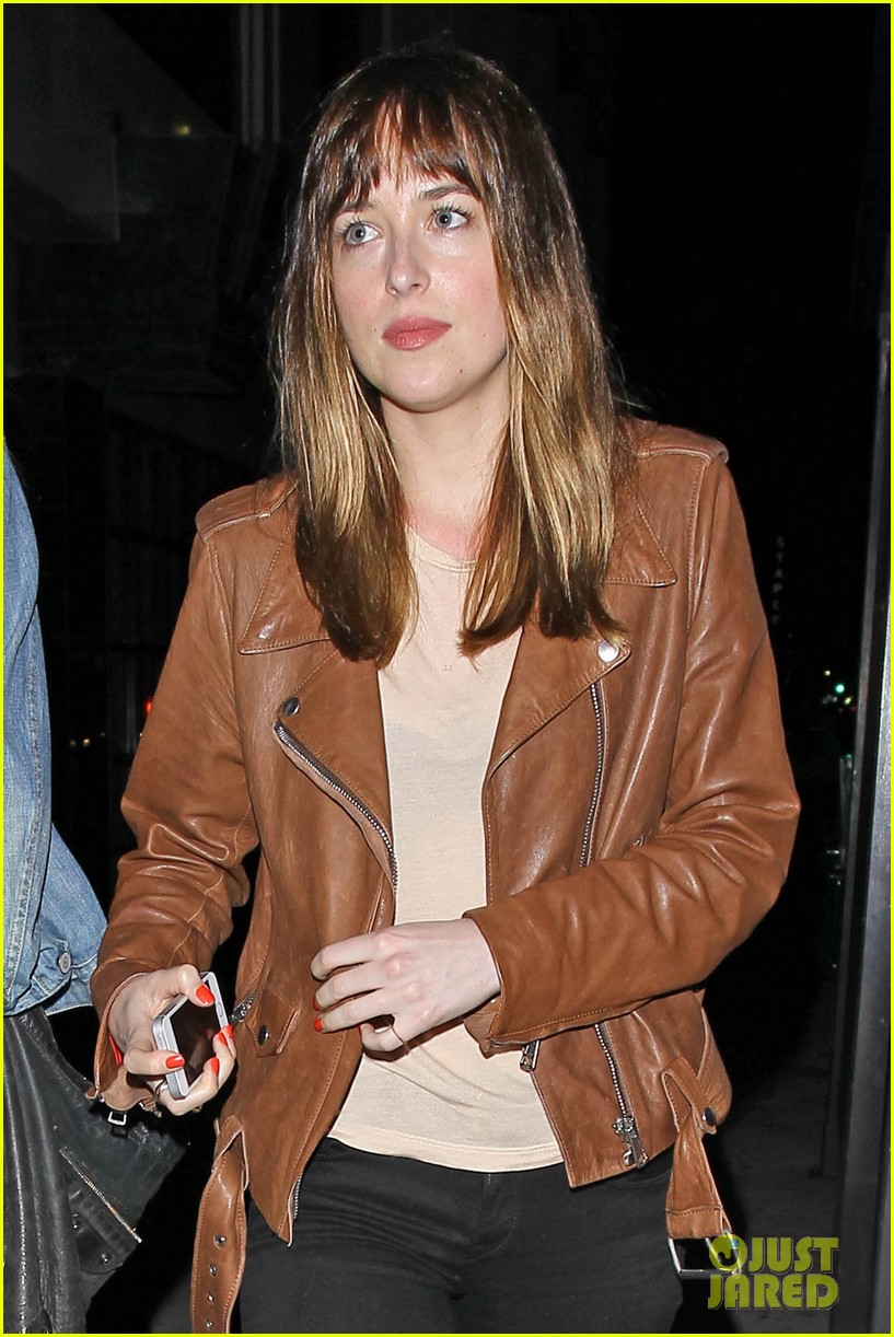 dakota johnson gets ready for a night full of music at pettyfest 03