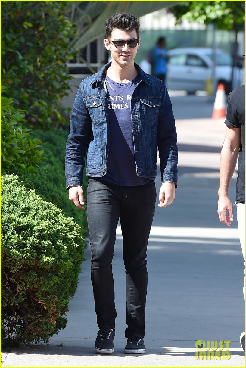 nick jonas is looking more more jacked every day 133098138