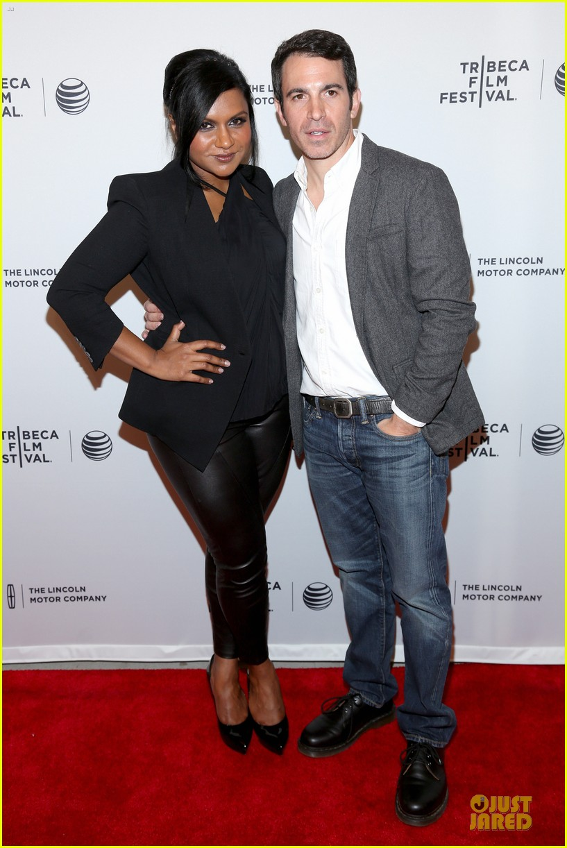 mindy kaling chris messina alex of venice tribeca premiere 01
