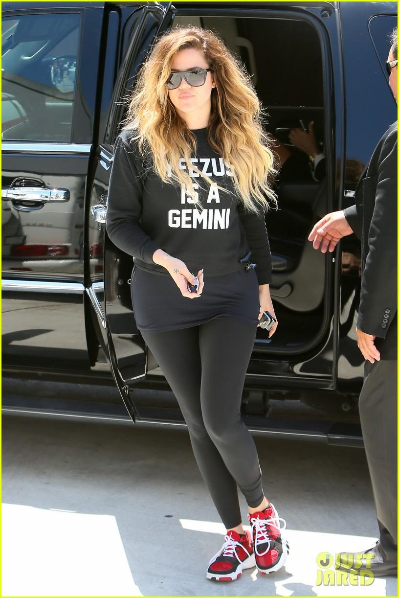 khloe kardashian endorses the messy bun hairstyle 02