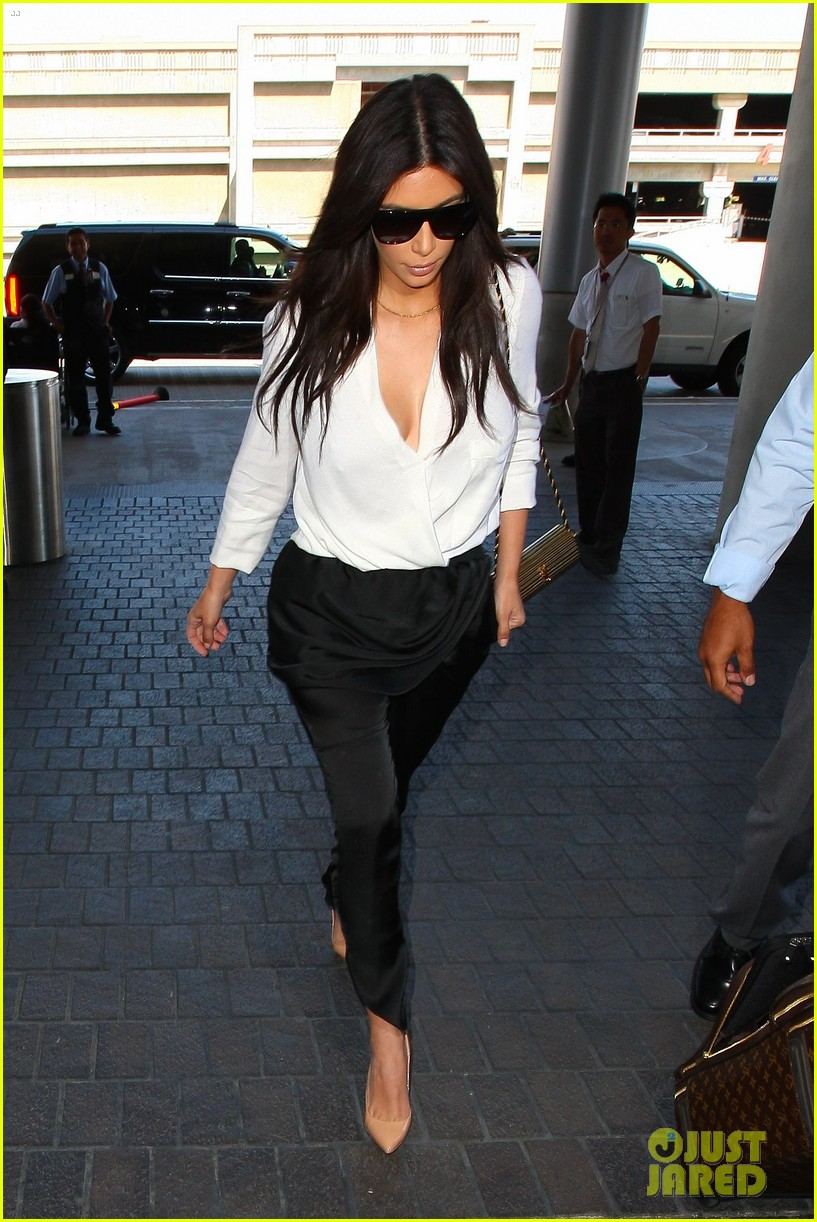 kim kardashian flies out of town amid new wedding rumors 04