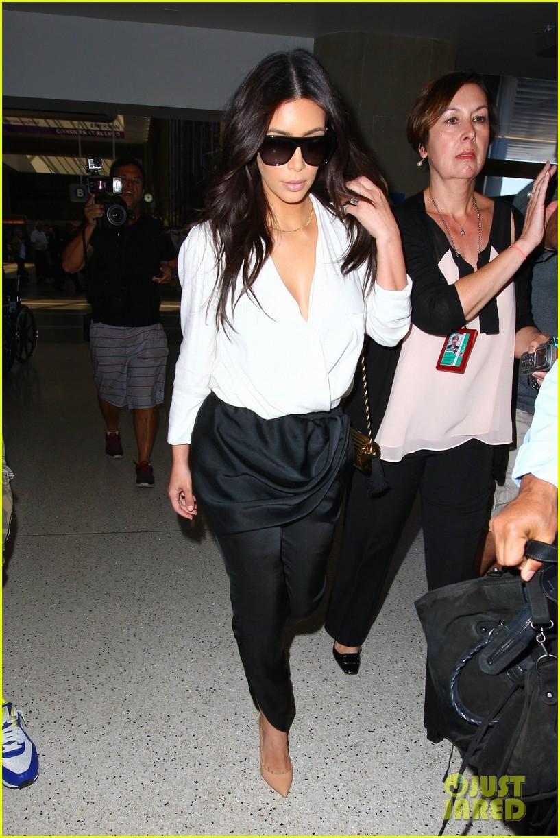 kim kardashian flies out of town amid new wedding rumors 08