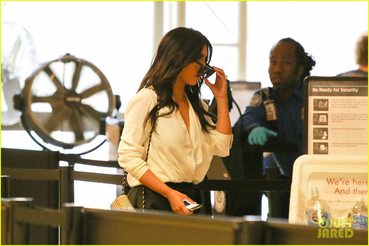 kim kardashian flies out of town amid new wedding rumors 09