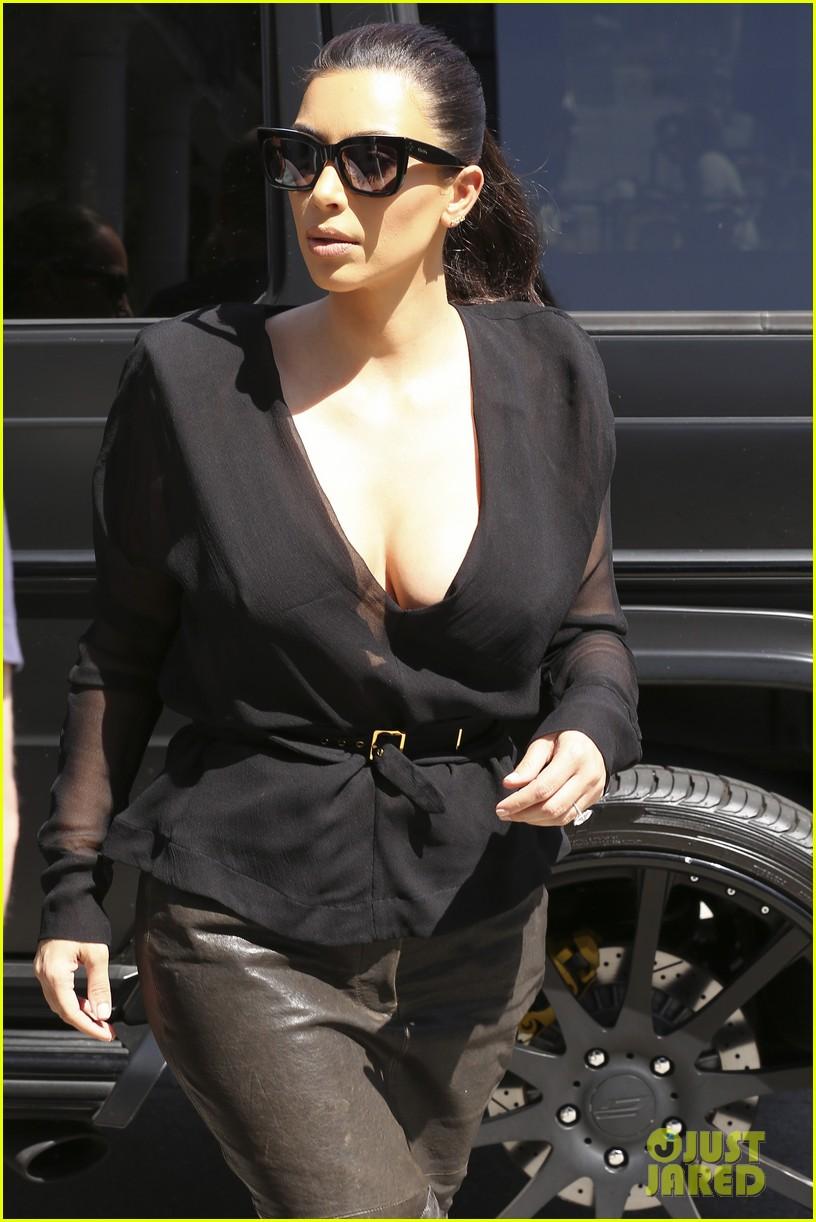 kim kardashian goes shopping for bikinis with mom kris jenner 14