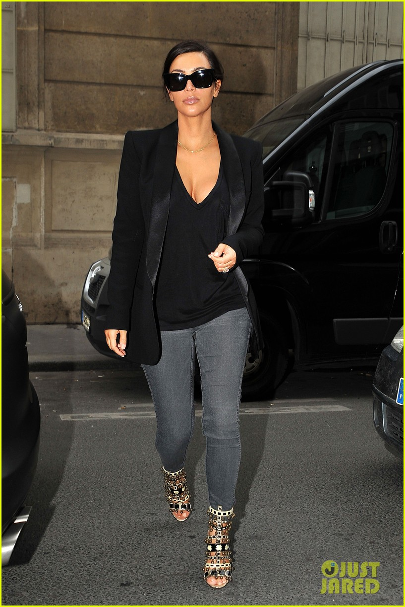 kim kardashian kanye west work out have lunch in paris 01