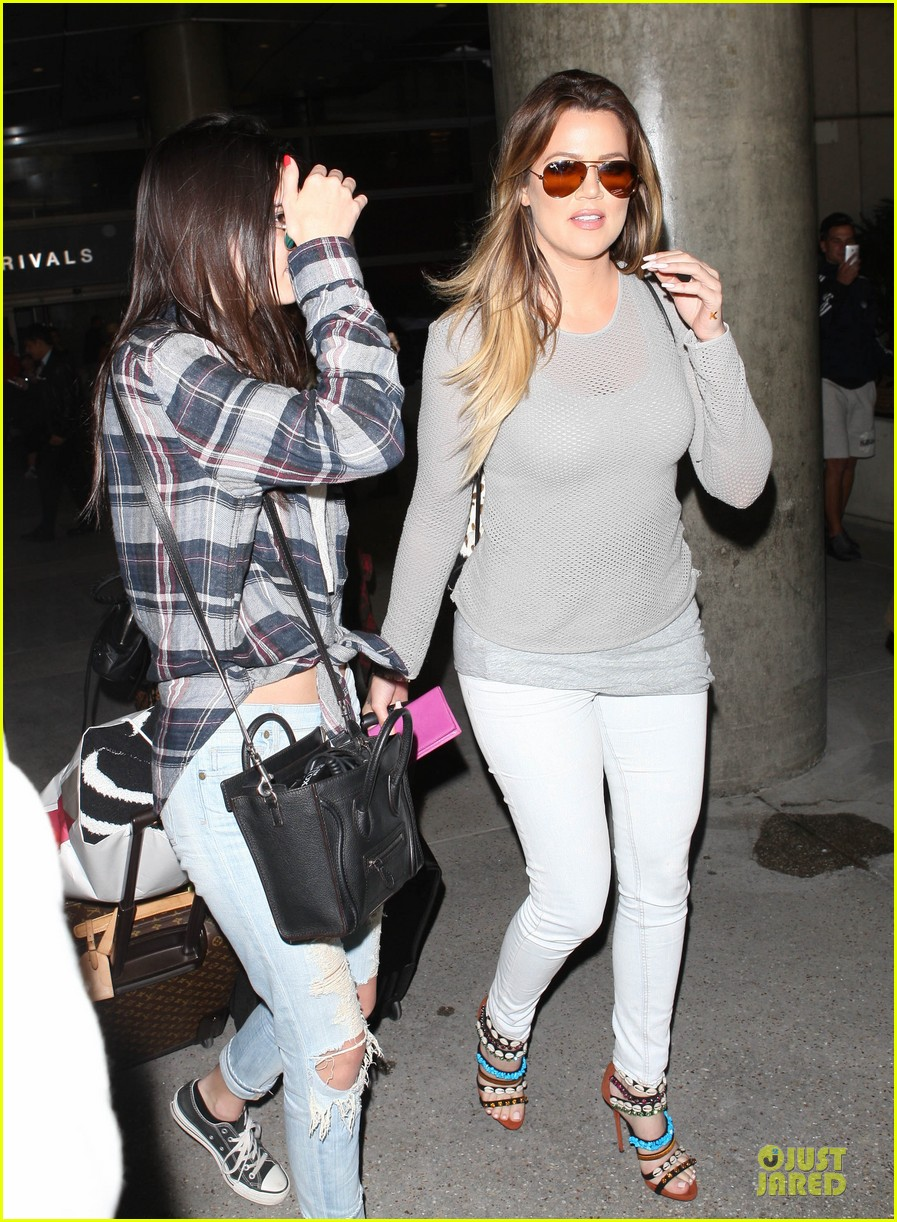 kendall kylie jenner arrive with bruce kris 03