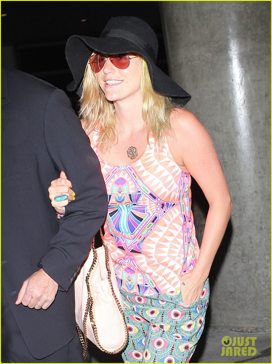 kesha returns from tahiti getaway with a glowing tan 01