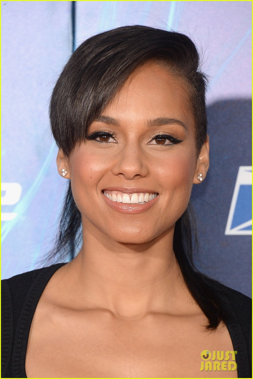 http://cdn02.cdn.justjared.com/wp-content/uploads/2014/04/keys-spider/alicia-keys-pharrell-williams-amazing-spider-man-2-premiere-13.jpg