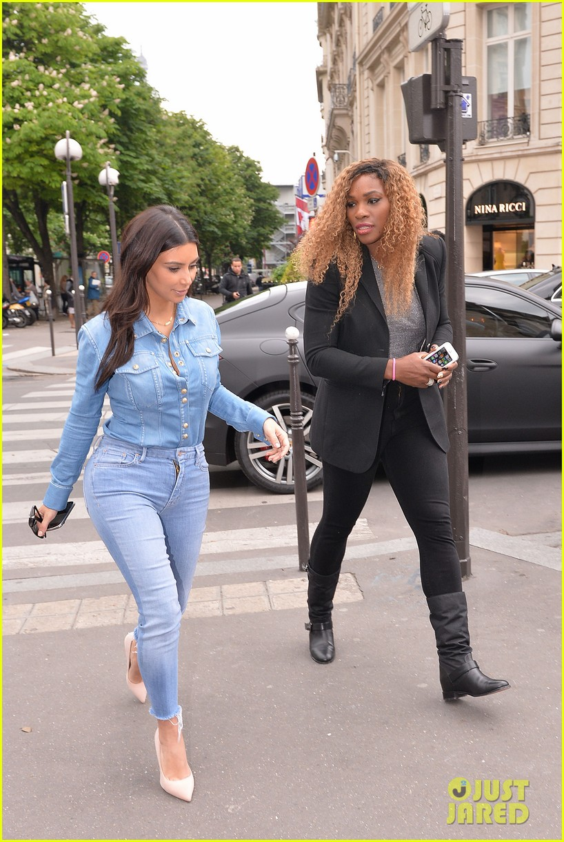 kim kardashian does double denim for lunch with serena williams 04
