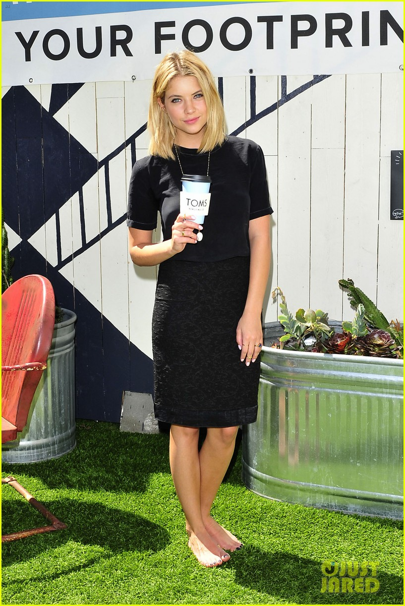 dianna agron jaime king go without shoes for toms 07