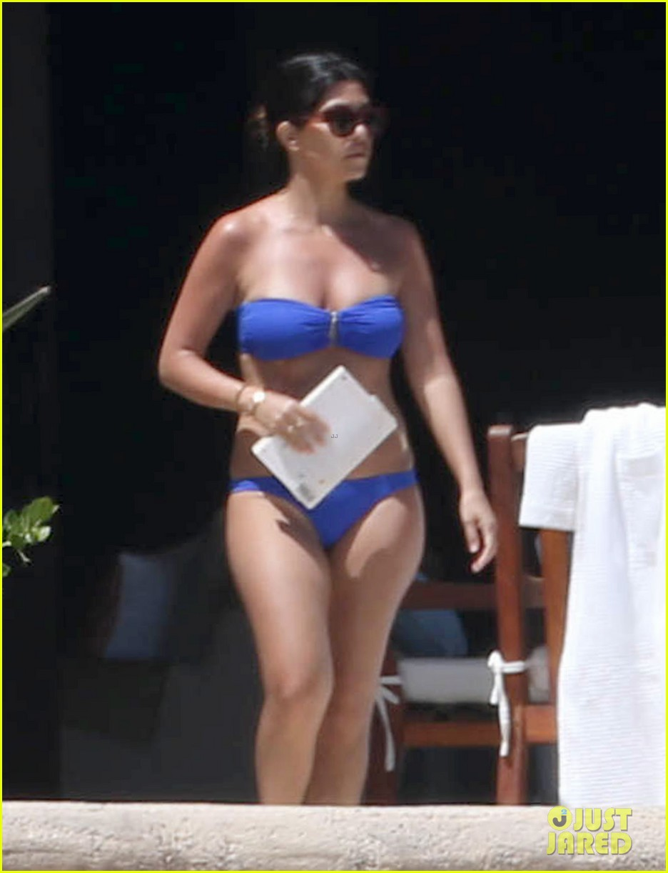 kourtney kardashian celebrates 35h birthday in bikini 02