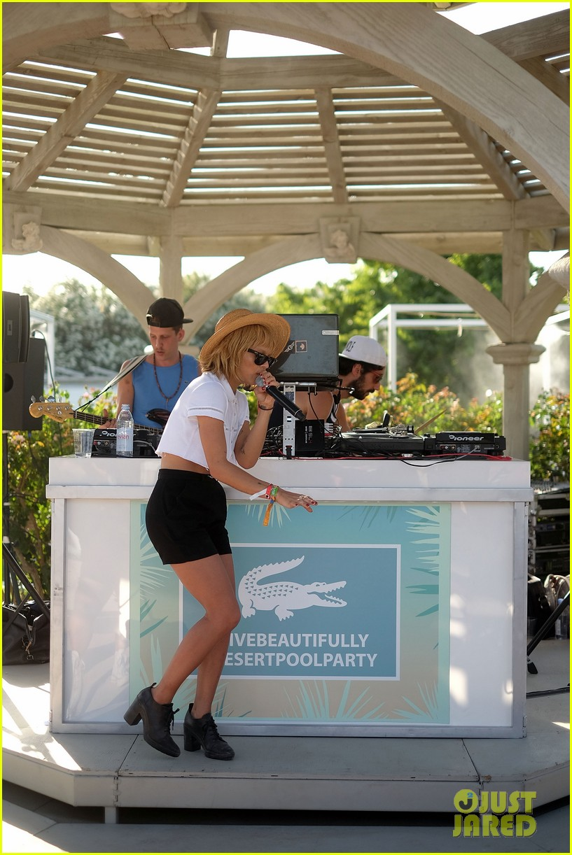 zoe kravitz lolawolfe take the mic at lacoste pool party 03