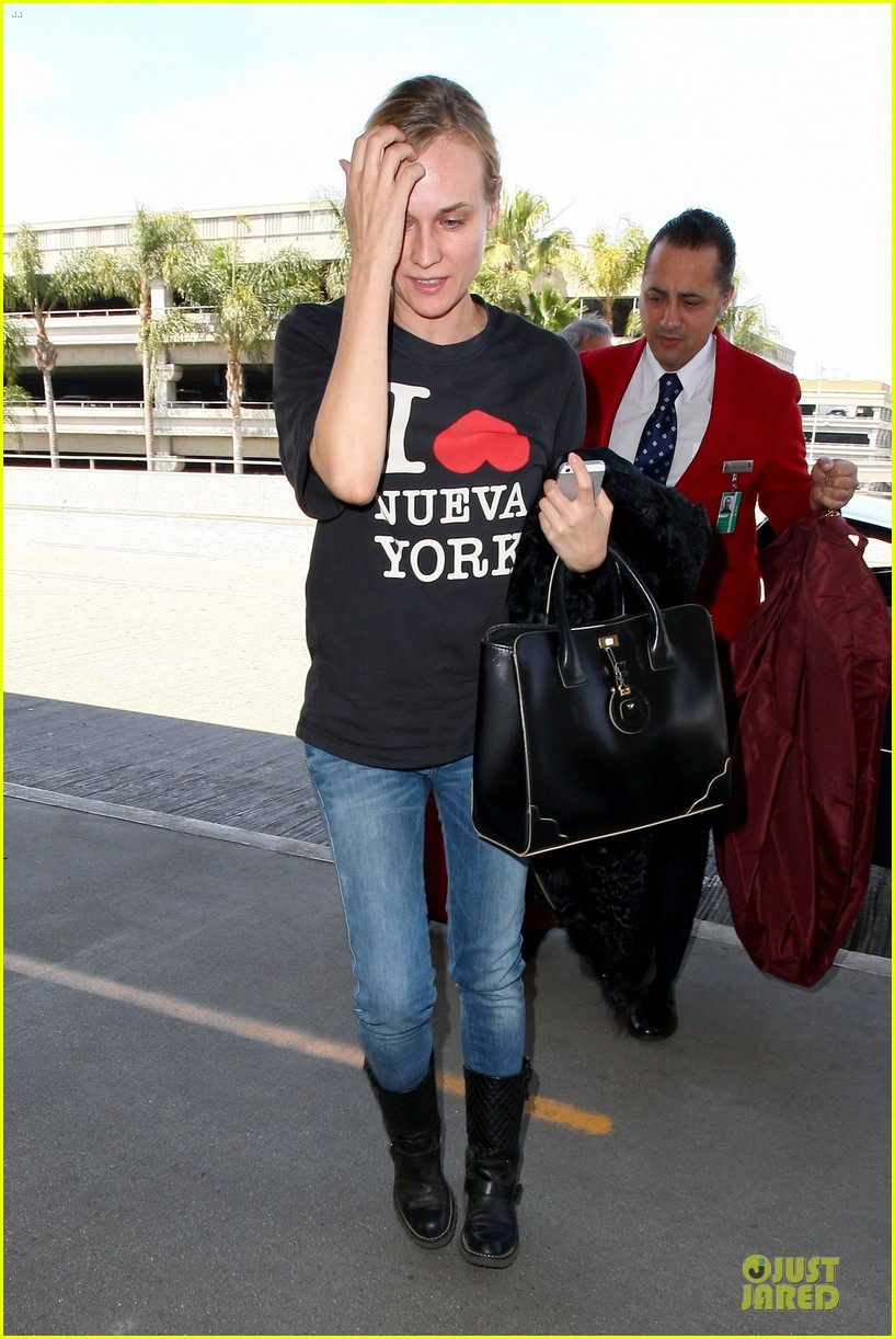 diane kruger wears loose t shirt with joshua jackson 19