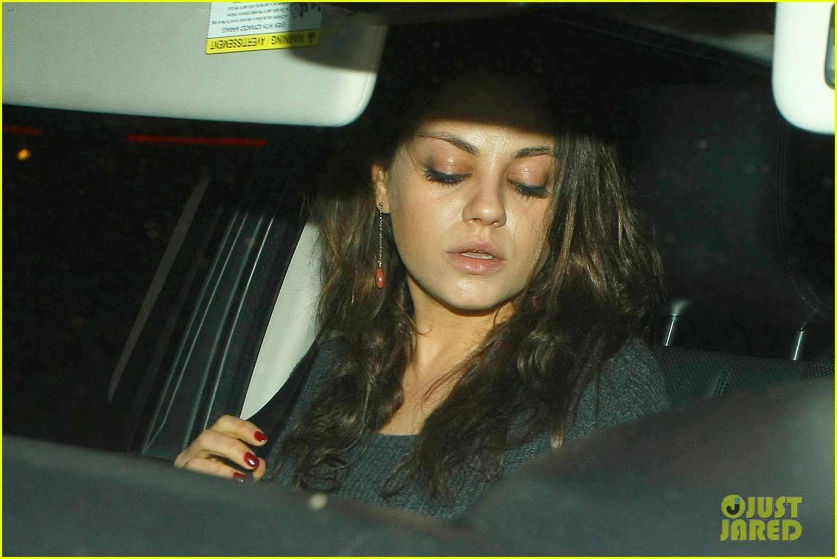 ashton kutcher flies home to pregnant fiancee mila kunis 15