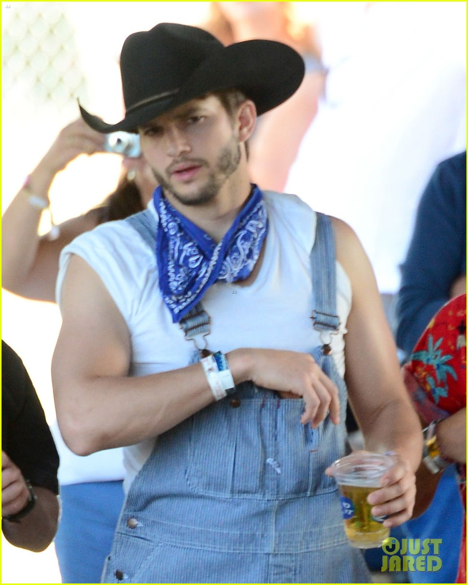 ashton kutcher hillbilly stagecoach festival pregnant mila kunis 06