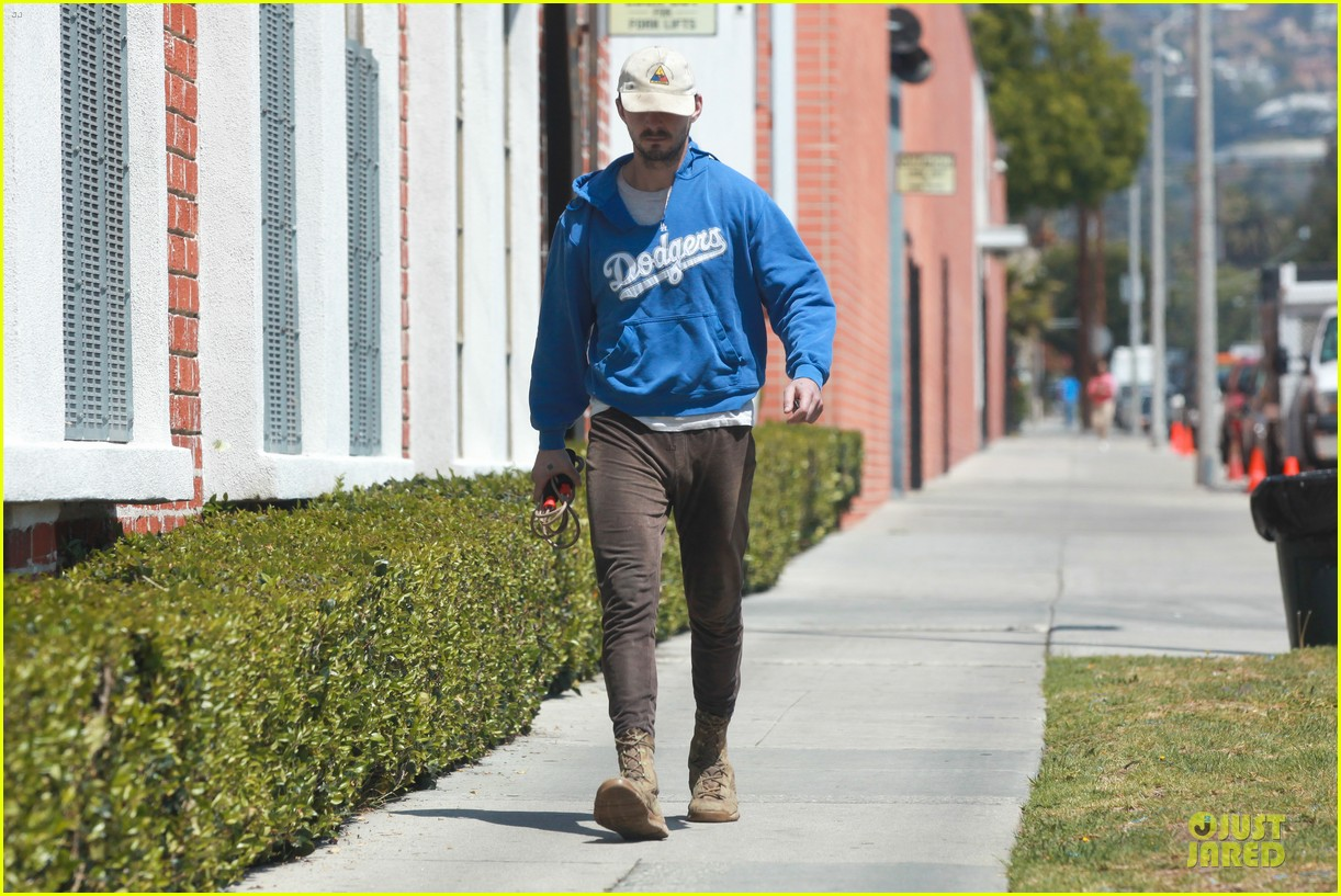 shia labeouf roots for la dodgers 13