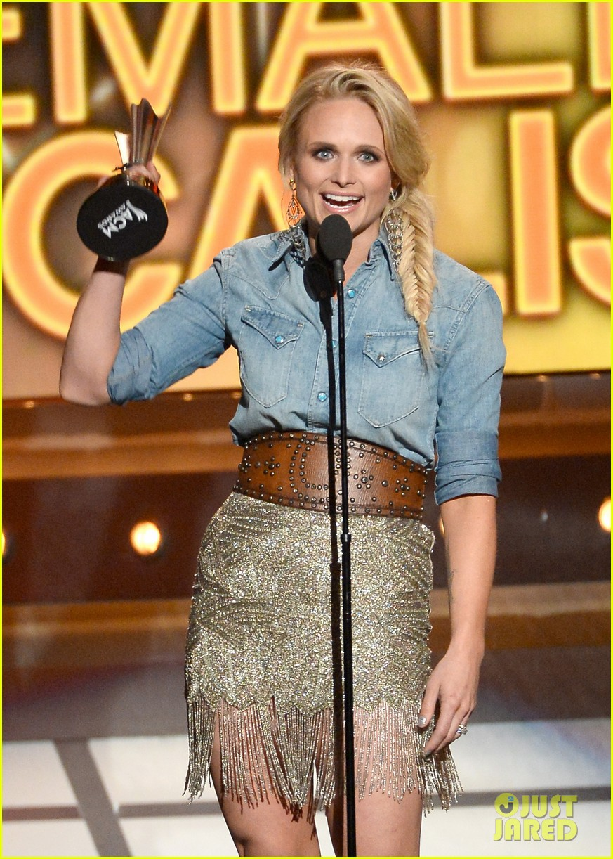miranda lambert changes dresses to celebrate three wins at acm awards 2014 01