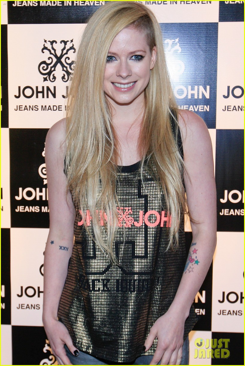 avril lavigne attends event in rio after music video controversy 01