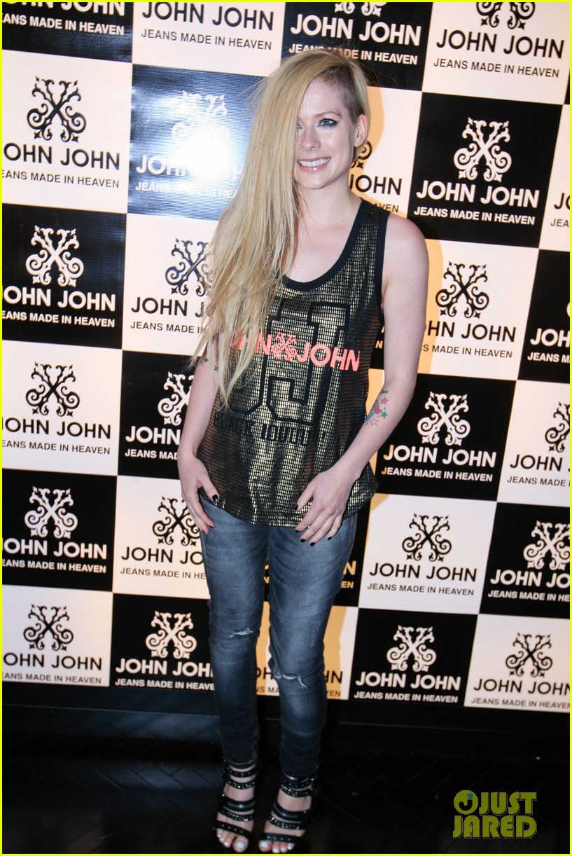 avril lavigne attends event in rio after music video controversy 043101943