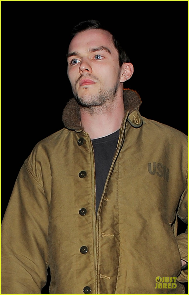 jennifer lawrence hides under hoodie with nicholas hoult 053099425
